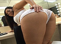 load-my-mouth-marquetta-jewel-showing-her-sexy-ass